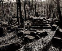 Locandina: Il paesaggio sacro rupestre tra Bomarzo e Chia