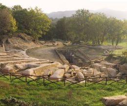 Locandina: L'Anfiteatro di Trebula Mutuesca