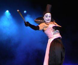 Locandina: Danze sui trampoli e racconti dell'antica tradizione circense