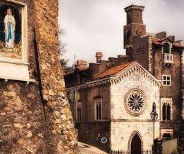 Locandina: Passeggiate, mercatini di Natale , Castelli, Borghi e buon cibo!