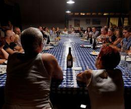 Locandina: Teatro da mangiare? La vita attorno a un tavolo