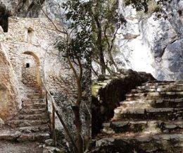 Locandina: Gli Eremi rupestri della Bassa Sabina