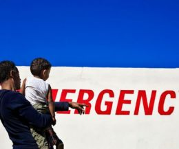 Locandina: #100 cene per Emergency