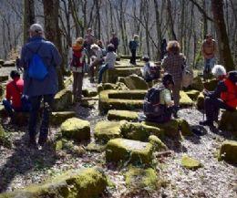 Locandina: Escursione nel paesaggio sacro rupestre tra Bomarzo e Chia