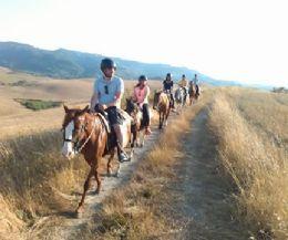 Locandina: Prende il via il sistema di ippovie della Riserva Naturale Monte Navegna e Monte Cervia