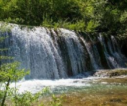 "Locandina: Trekking ""semiliquido"" alle cascate del fiume Rio"
