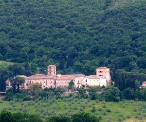 Locandina: Servizio di trasporto turistico domenicale per Fara in Sabina e Farfa