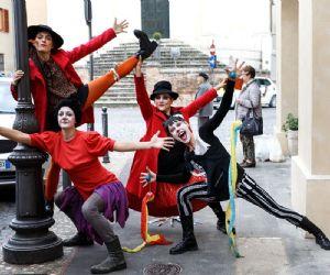 Locandina: Apertura de i nuovi corsi di teatro, danza e canto